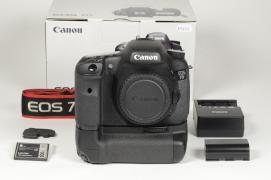 - - 7D Corpo + Battery Grip BG-E7 - 12000 scatti